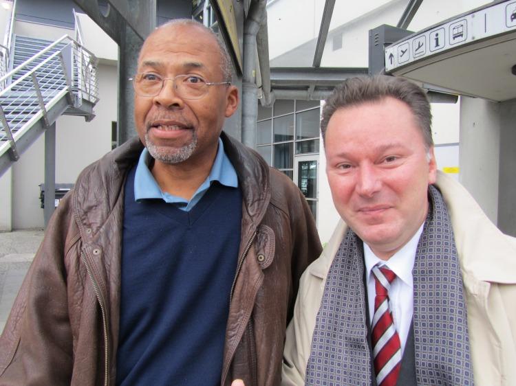 Jim McCauley (AFN Berlin) und Dr. Nikolaus Andre am 05.10.2010 in Berlin-Tegel