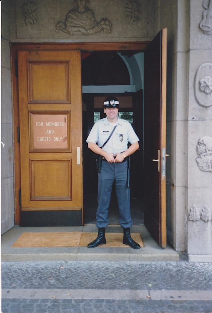 Wachsoldat zum Hauptquartier des CIA in Berlin-Dahlem